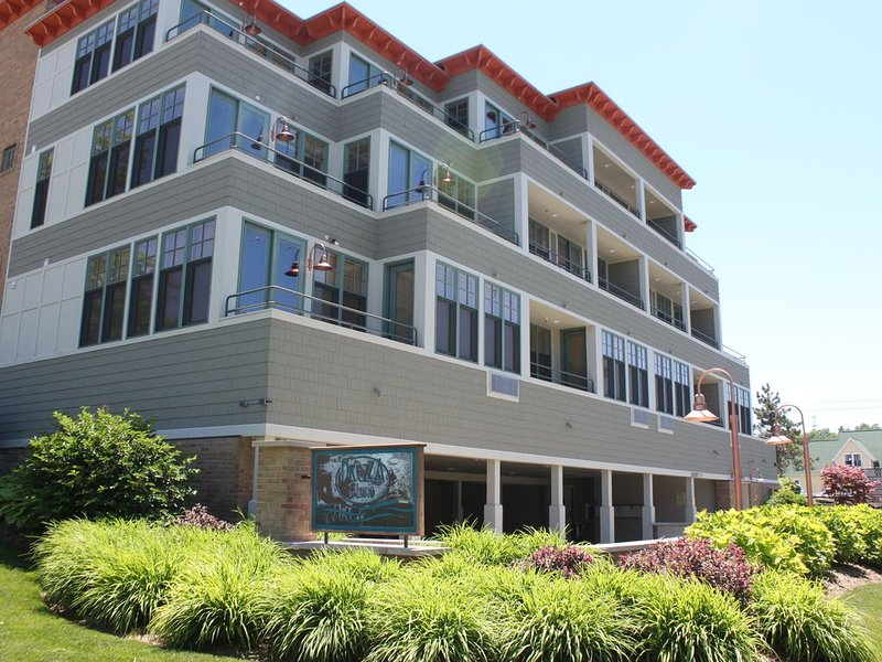Best Location - 2BD Waterfront #6 (1 Nt Min - Instant Reserve - CheckIn Anytime), holiday rental in Grand Haven