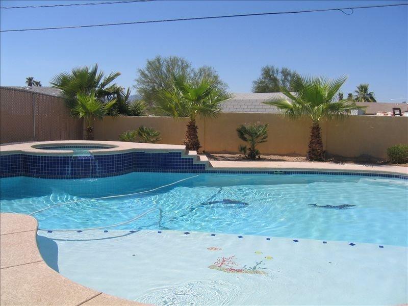 Amazing Pool-3 Blocks in! Sleeps 16, casa vacanza a Lake Havasu City