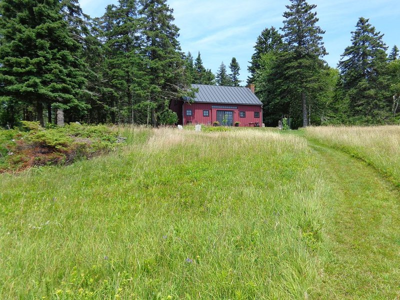 Beautifully Renovated Barn/ Guesthouse on Historic Property, holiday rental in North Haven