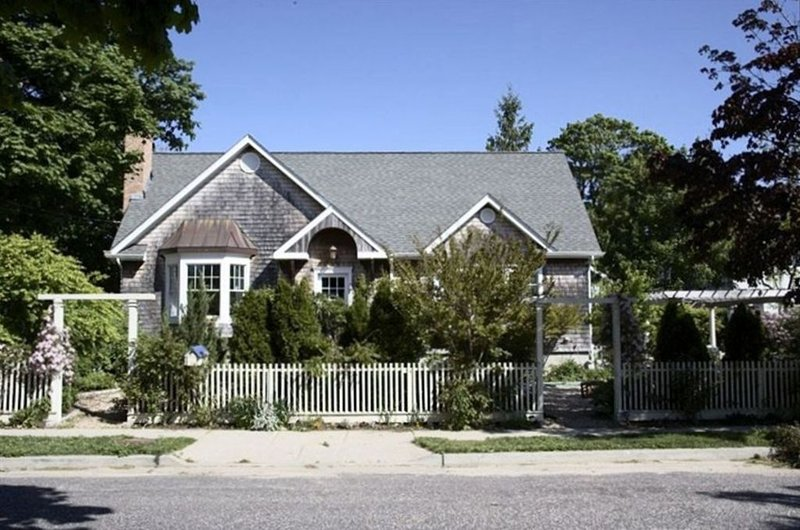 Rose Cottage by the Bay., casa vacanza a Greenport