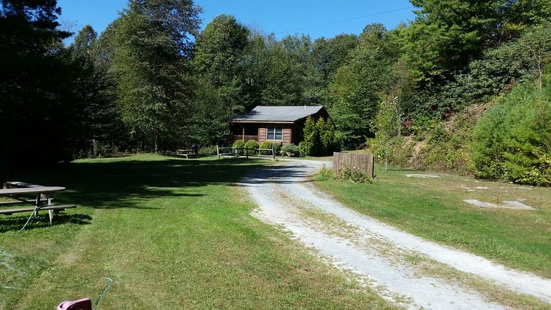 GREAT Location Close to Blowing Rock on 1 acre pond, alquiler de vacaciones en Blowing Rock