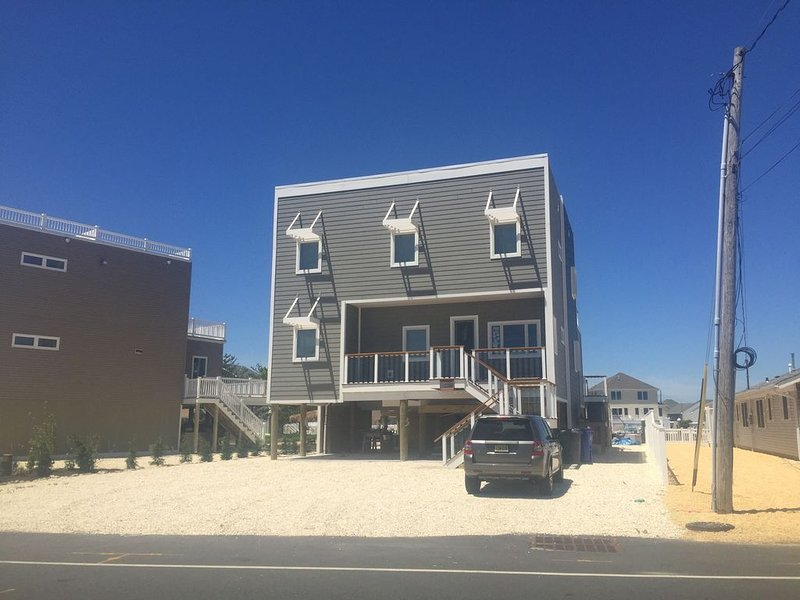 Beautiful 3 Year Old 3400 sf Home on the Bay in Ortley Beach, alquiler de vacaciones en Seaside Heights