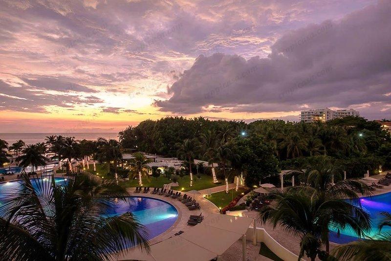 Villa Magna piscinas en la noche ...