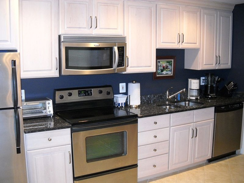 Fully Renovated Townhouse -- 5 minute walk to Beach and Boardwalk!!, alquiler de vacaciones en Seaside Heights