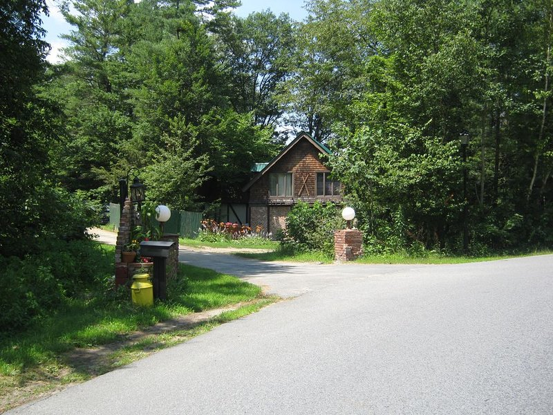 Lakehouse in Wooded, Country Setting, alquiler vacacional en Warrensburg