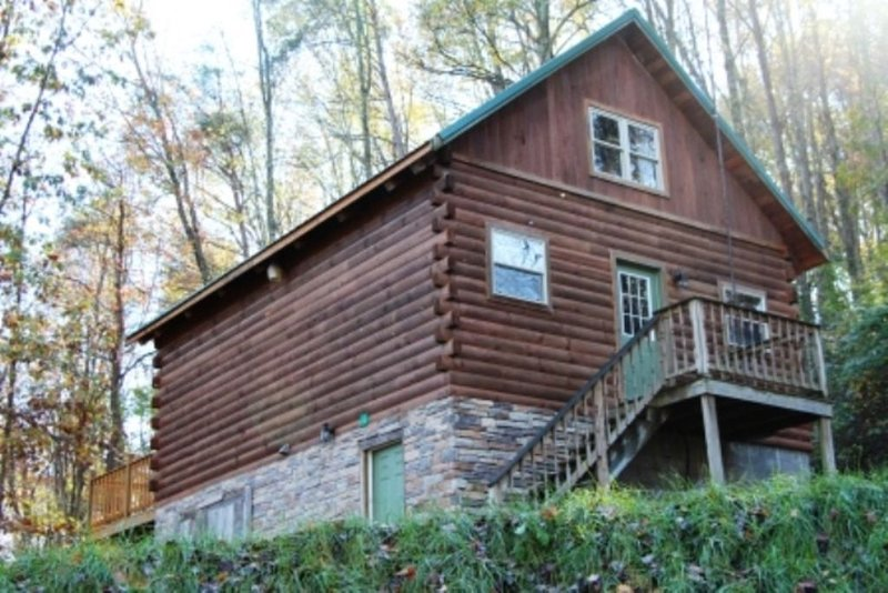Beautiful Log Cabin For Romantic Getaways On 20 Acres In Logan, Ohio., location de vacances à Haydenville