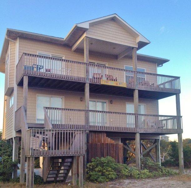Incredible Ocean and Sound Views from This Fantastic House at Topsail Beach, aluguéis de temporada em Topsail Beach