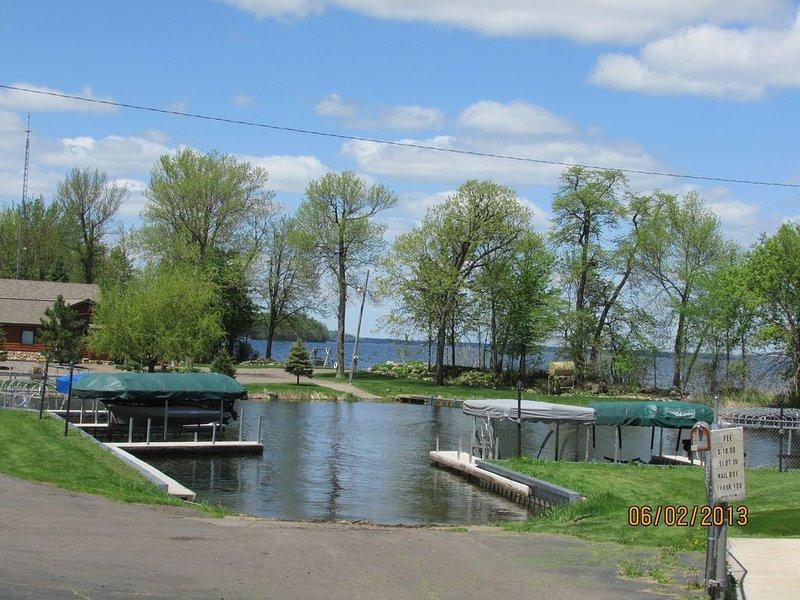 Resbalón de Marina disponible para lago Mille Lacs, cargo adicional