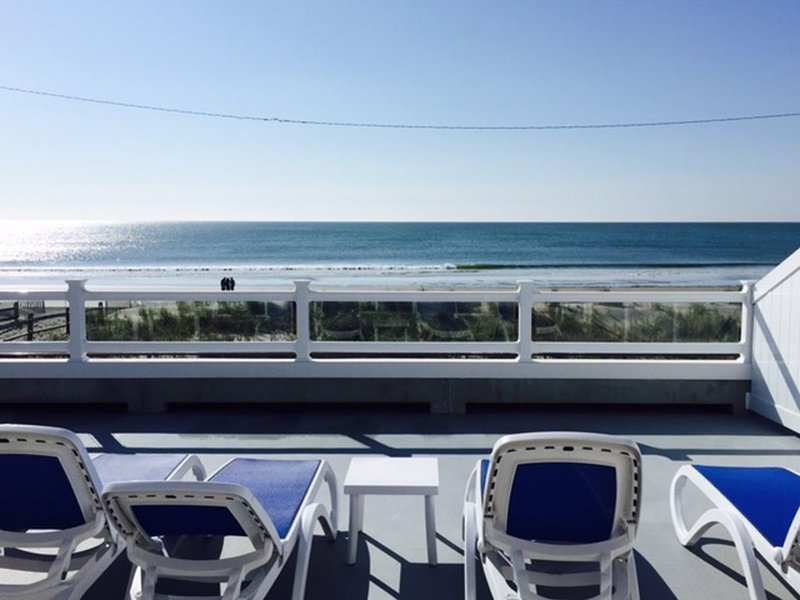 Gorgeous Beachfront Condo with Fantastic Views, holiday rental in Sea Isle City