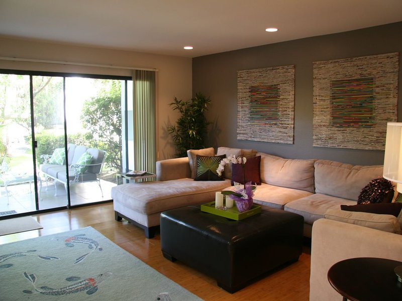 Chic Contemporary Retreat in the heart of South Palm Desert, alquiler vacacional en Palm Desert