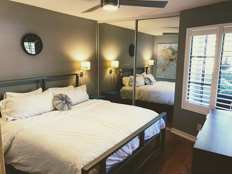 Quiet Del Mar Villa condo in a unique park-like complex! Successful Airbnb host!, vacation rental in Del Mar