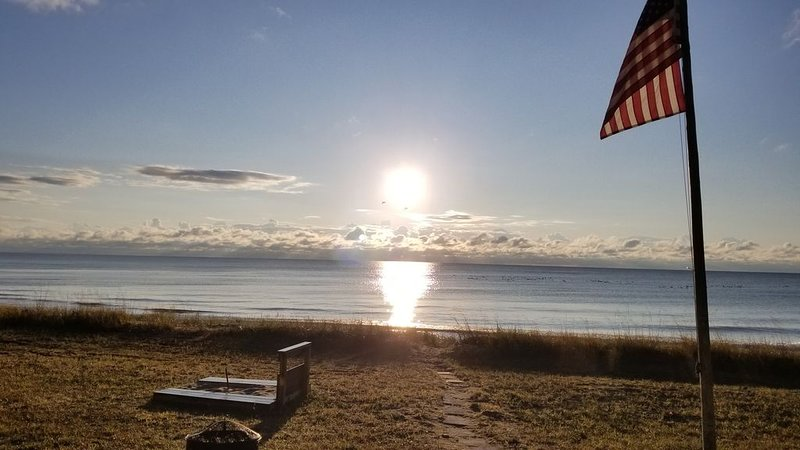 Door County Sand Beach Lake House * Linens Incl. * Prime Beach Location * Kayaks, location de vacances à Door County