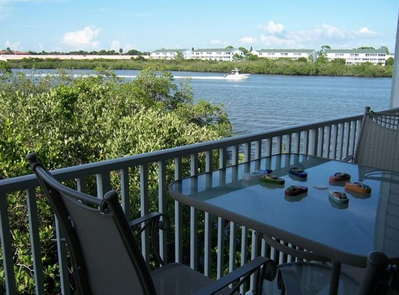 Beautiful Waterfront Views of the Inter-Coastal, vacation rental in Indian Shores