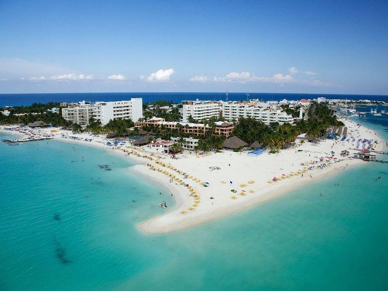Nautibeach 'Ocean View' Ground Floor Condo, holiday rental in Playa Mujeres