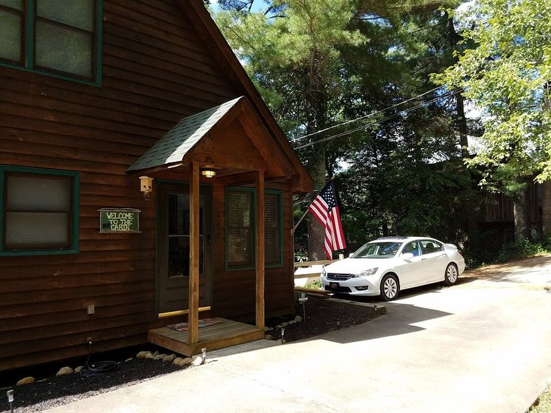 River's Rest on the Cartecay- Riverfront Cabin, holiday rental in Ellijay