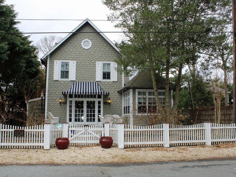 Chic Classic Five Bedroom Cottage, alquiler de vacaciones en Rehoboth Beach
