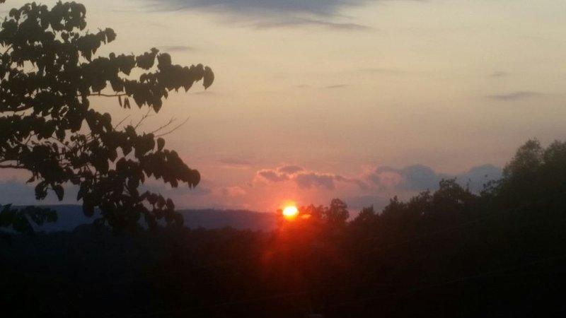 puesta de sol desde el porche delantero