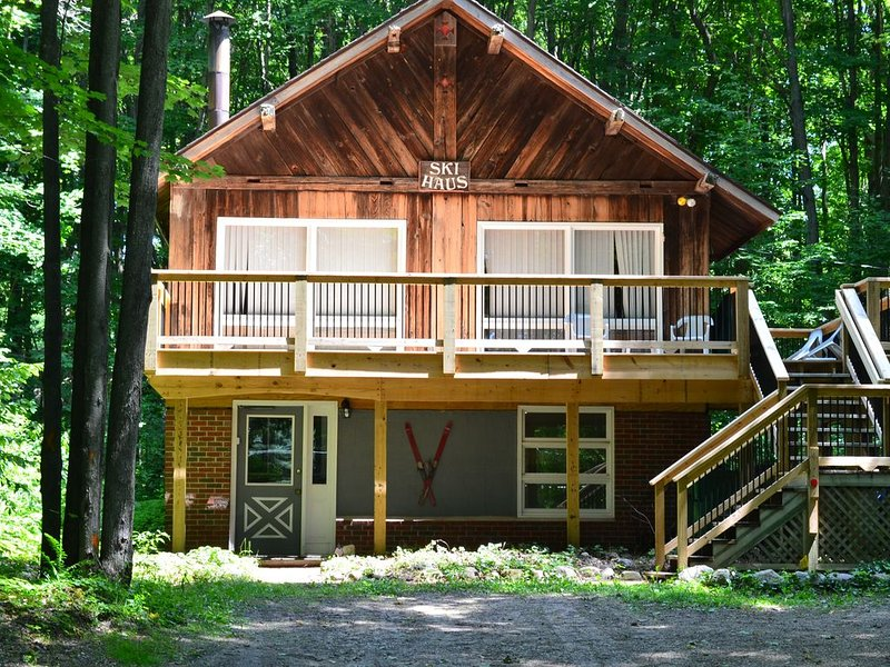 Northern Michigan Getaway:Great Location for Outdoor Vacation!, location de vacances à Harbor Springs