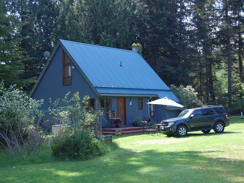 Experience the Beauty of Vancouver Island - relax and explore at Hobo's Pond., holiday rental in Errington