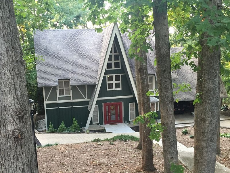 Lake Lanier lakehouse with all the perks and no crowds, holiday rental in Murrayville