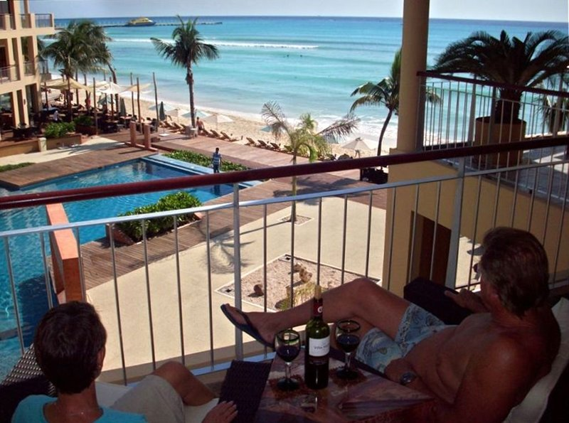 Mayan Magic El Faro Beach Front -  DISCT RATES TEMPORARILY INCLUDES CHRISTMAS, location de vacances à Playa del Carmen