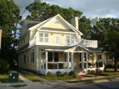 6 Bedroom House - 5 blocks to beach, alquiler de vacaciones en Rehoboth Beach