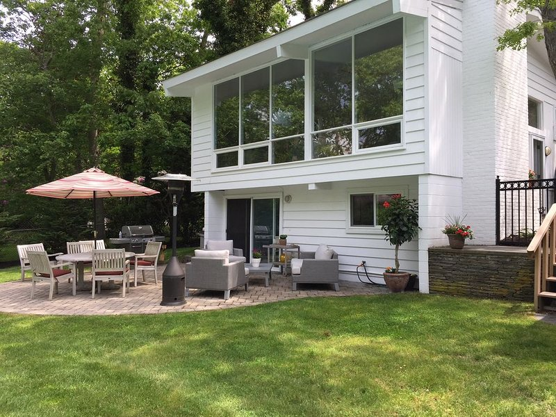 Great Location Westhampton Short Walk to Village (1/2 mile), holiday rental in Westhampton