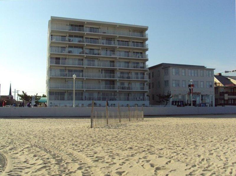 Ocean Front Condo on the Boardwalk, alquiler de vacaciones en Ocean City