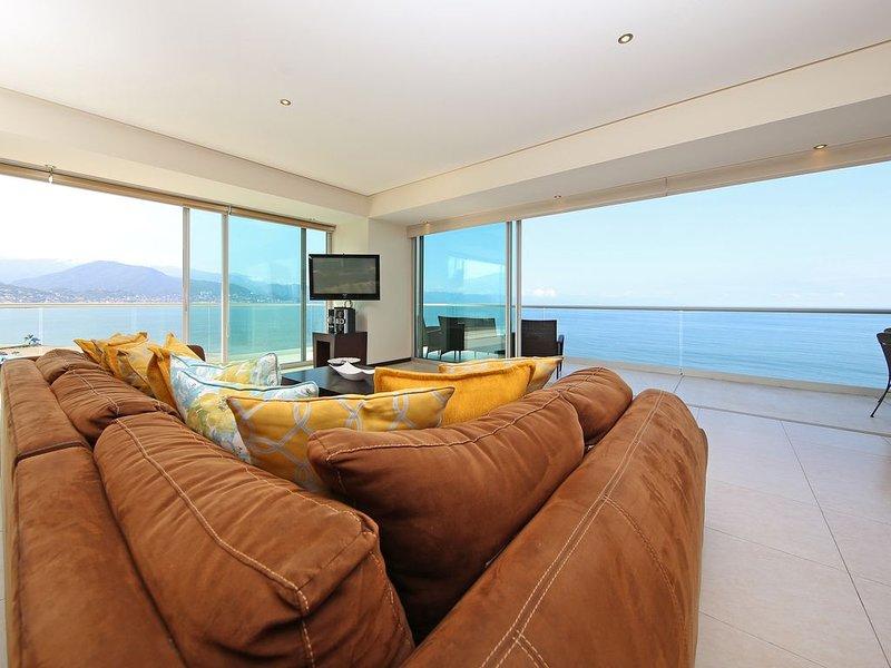 PENINSULA Condo.  Beach front, gorgeous view, 3,400 sq ft 4 BR CORNER Unit., holiday rental in Puerto Vallarta