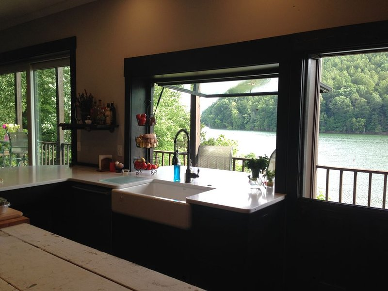 Whispering Waters Retreat on Norris Lake, holiday rental in Sharps Chapel