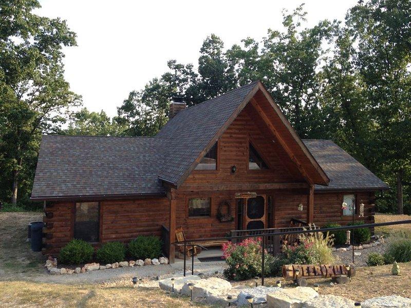 Spectacular 3 bedrm w/loft Game Room! Deer Run Cabin;  Close to Dogwood Canyon, casa vacanza a Ridgedale