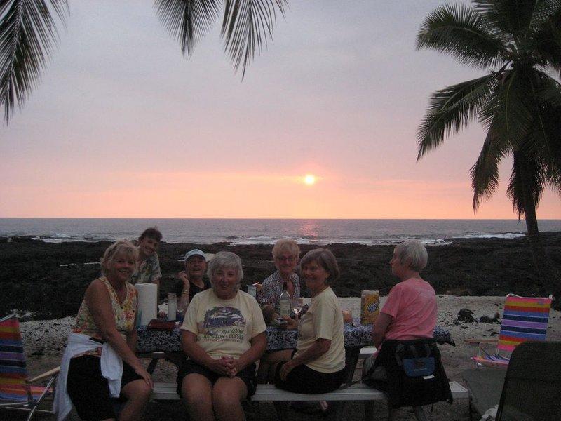 Pique-nique au coucher du soleil sur la plage de Honaunau