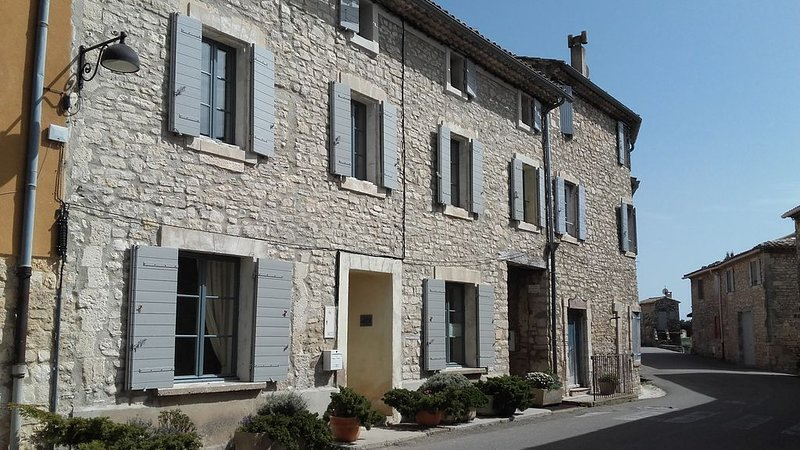 Magnificent Village Home in Gorgeous Surroundings of Authentic Provence, holiday rental in Lioux
