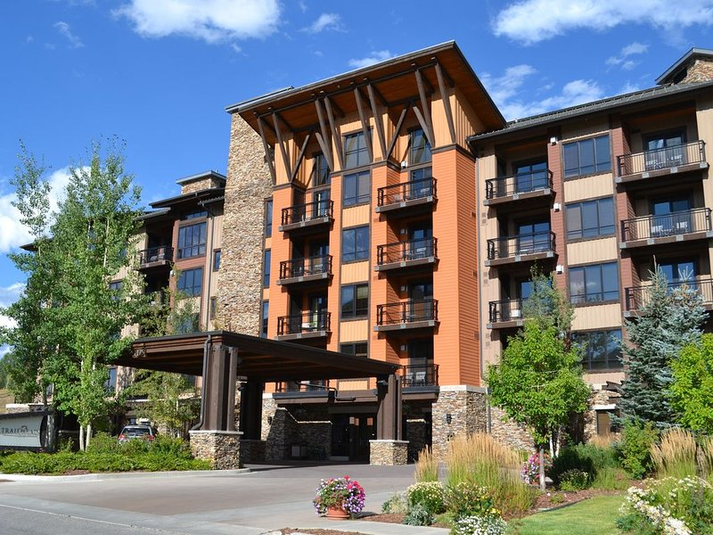 Luxury for Less at the Trailhead Lodge - 2 Bedroom/2 Bath Condo, aluguéis de temporada em Steamboat Springs