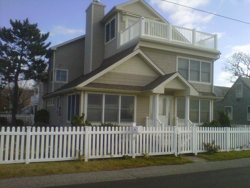BEACHFRONT SECLUSION - Escape the crowded beach town, holiday rental in Lower Township