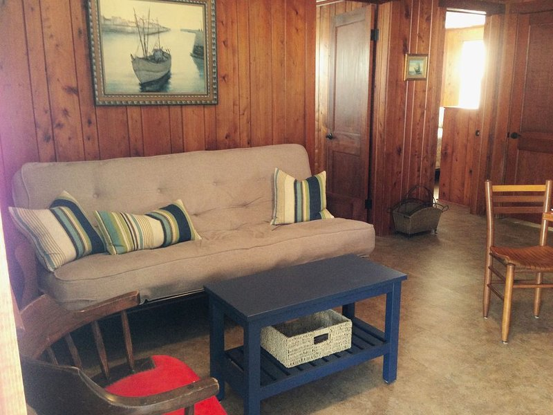 The Skipper: Oceanside & Steps from the Ocean!, holiday rental in Buxton