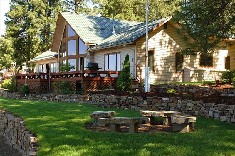 The Eagle's Nest - Experience Tranquility, vacation rental in Moyie Springs