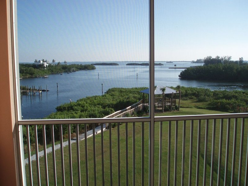 Seeing is Believing! Incredible Boca Vista Harbor Waterfront Condo!, vacation rental in Placida