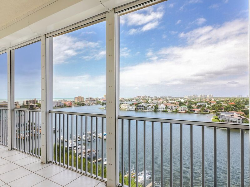 Enjoy Gorgeous Panoramic Views Of The Gulf Of Mexico And Vanderbilt Bay, holiday rental in Vanderbilt Beach