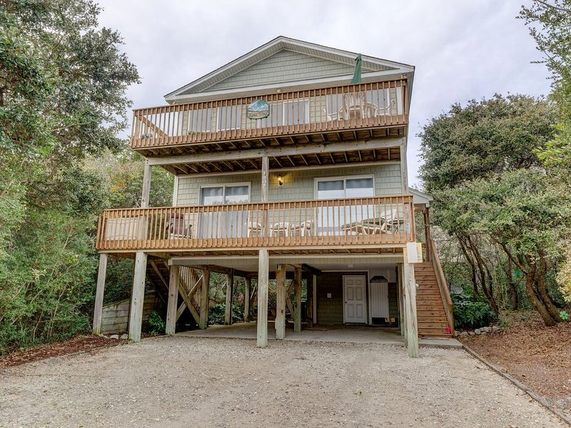 100 Steps to the Beach...Pet Friendly...New Listing, holiday rental in Surf City