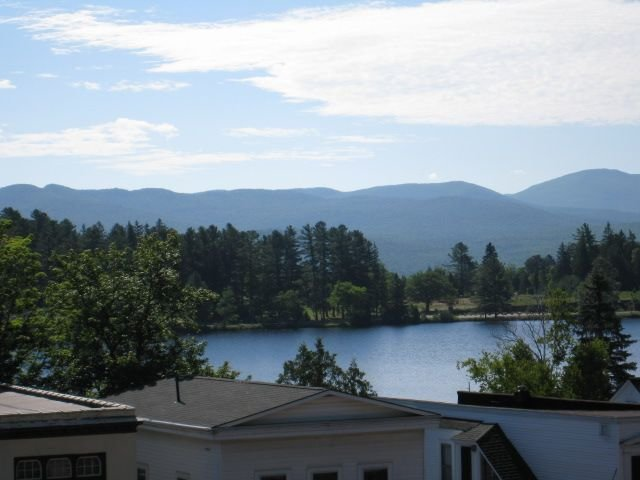 Lake Placid Downtown Mainstream Luxury Getaway, alquiler de vacaciones en Lake Placid