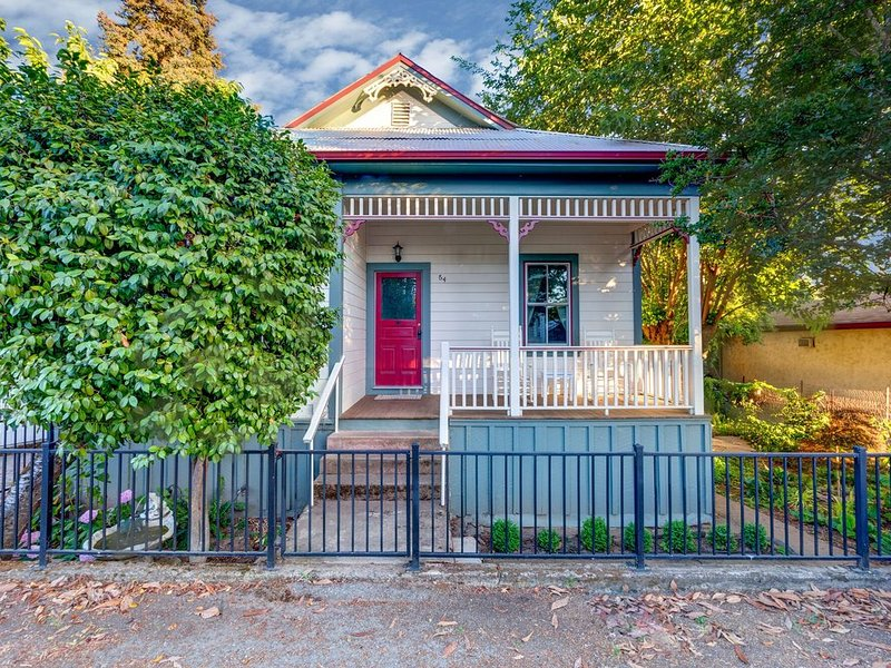 Creekside Home in Historic Sutter Creek, holiday rental in Barton