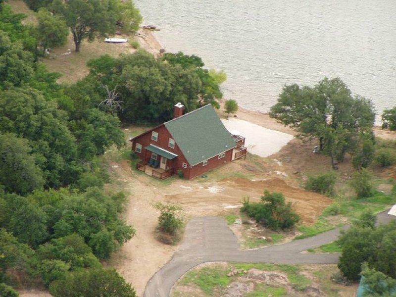 Waterfront Cabin on Lake Buchanan, location de vacances à Buchanan Dam