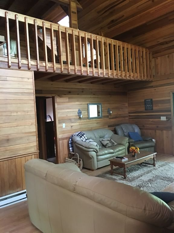 Mohican Cabin Quaint And Relaxing Getaway Hot Tub, holiday rental in Chimney Rock