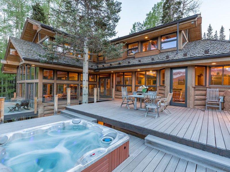 Spacious mountain home located trailside to Bridges Ski Run - Amazing Views!, location de vacances à Mountain Village