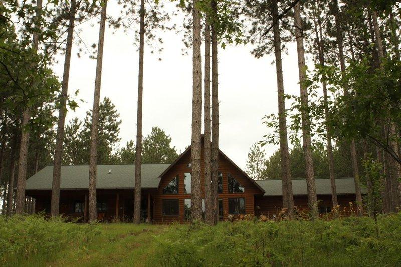 Vacation Home in the Northwoods of Wisconsin, alquiler de vacaciones en Barnes