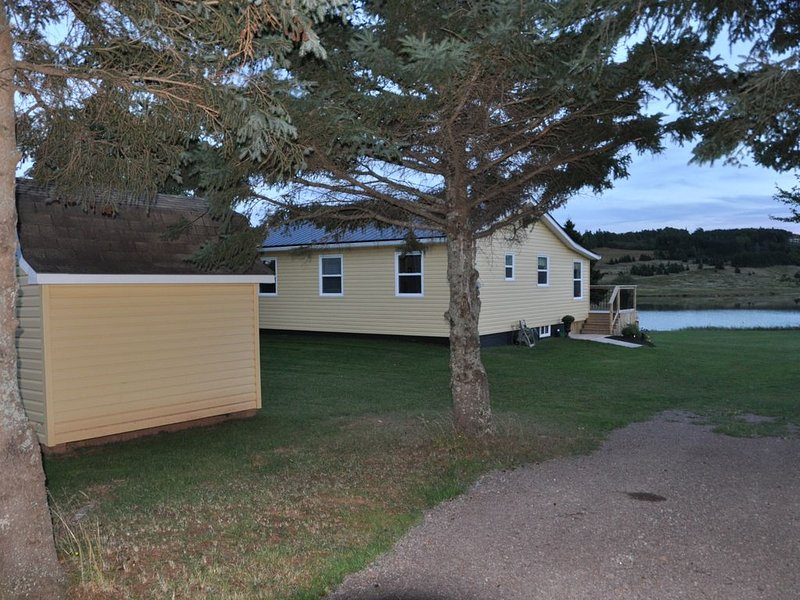 Mayneview Cottage. Enjoy This Waterfront Cottage In Clinton Pei. PEI #2202544, holiday rental in Summerside