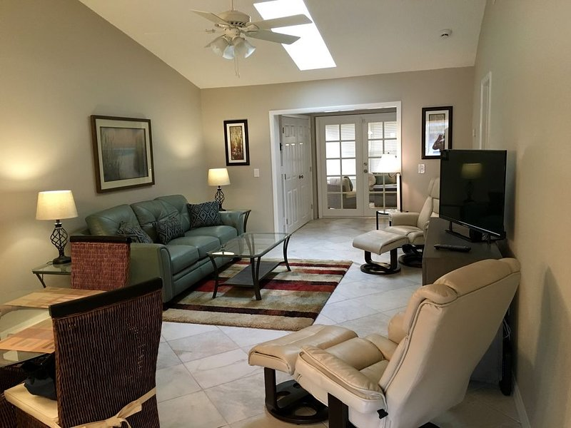 Newly Renovated, Walk To Bay And Park, Pet Friendly, vacation rental in Safety Harbor