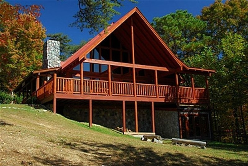 Campfire Lodge-Privacy Pigeon forge Mountain Views, 4 Bed,2 Baths, sleeps 8-10, vacation rental in Townsend