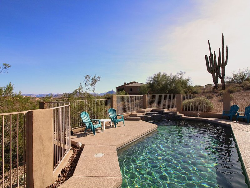 * 12 Beds * Great for Groups * FREE Pool Heat * Discounted Rates *, alquiler de vacaciones en Fountain Hills